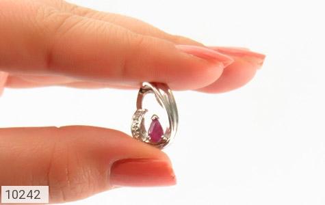 مدال الماس و یاقوت سرخ طرح گیتی زنانه - تصویر 6