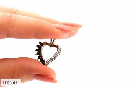 مدال الماس و یاقوت کبود طرح قلب زنانه - عکس 5