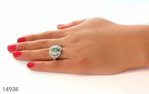 انگشتر زمرد درخشان طرح ماهرخ زنانه - عکس 7