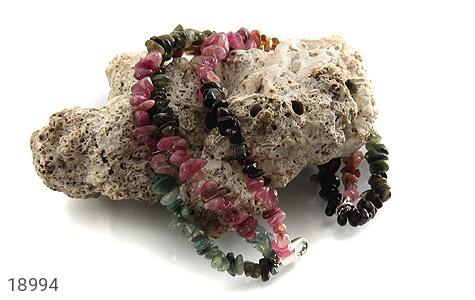 دستبند یاقوت و زبرجد و زمرد سه رشتهای زنانه - تصویر 4