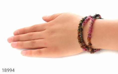 دستبند یاقوت و زبرجد و زمرد سه رشتهای زنانه - تصویر 6