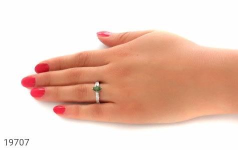 انگشتر زمرد طرح مانا زنانه - عکس 7