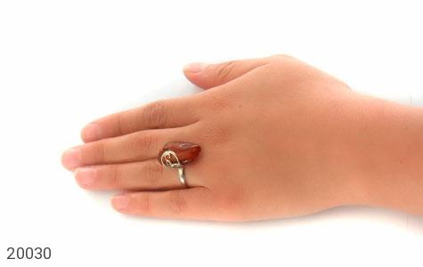 انگشتر کهربا حشره ای بولونی لهستان خوش رنگ زنانه - عکس 7