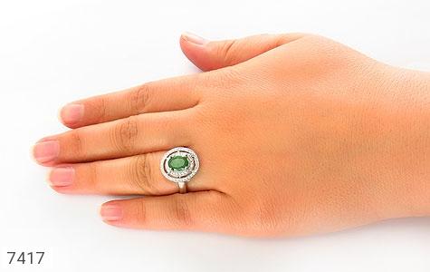 انگشتر زمرد خوش رنگ طرح آلیس زنانه - تصویر 6