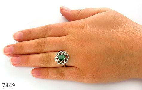 انگشتر زمرد خوش رنگ طرح گل درشت زنانه - تصویر 6