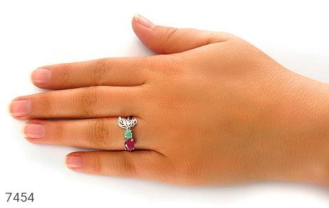 انگشتر زمرد و یاقوت سرخ درخشان طرح گلبرگ زنانه - تصویر 6