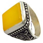انگشتر عقیق زرد شرف الشمس درشت رکاب طرح سیاه قلم مردانه