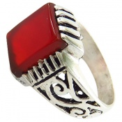 انگشتر عقیق قرمز خوش رنگ رکاب طرح سیاه قلم