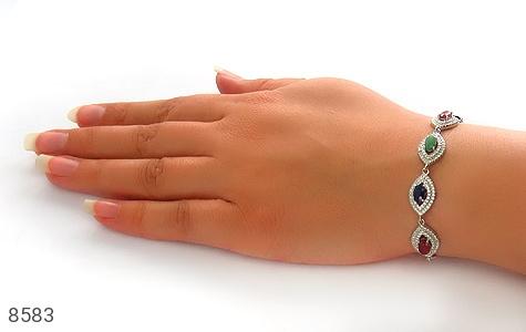 دستبند زمرد و یاقوت سرخ و کبود طرح یگانه زنانه - عکس 5