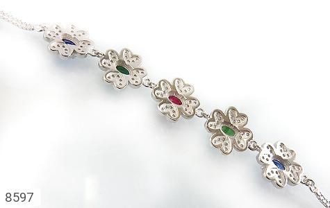 دستبند زمرد و یاقوت سرخ و کبود طرح گل مجلسی زنانه - تصویر 2