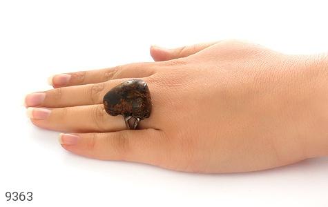 انگشتر کهربا بولونی لهستان تراش طبیعی تیره درشت زنانه - تصویر 8