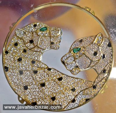 استفاده از روش باستانی طلا کاری در تزئین ساعت