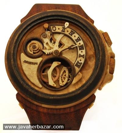 دو ساعت چوبی ساخته شده توسط والری دنویچ