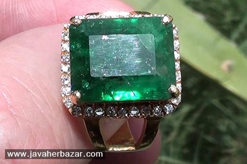 زمرد پاکستان در دنیا به عنوان طلای سبز شهرت پیدا کرده اما معمولا به عنوان زمرد هندی خرید و فروش میشوند.