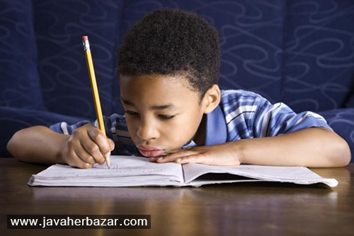 با کودکی که تکالیفش را انجام نمیدهد، چه کنیم؟