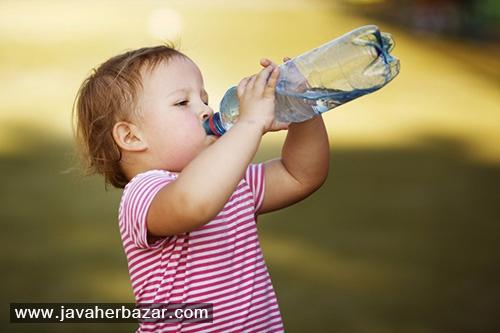 ایستاده آب خوردن چه مضراتی دارد؟