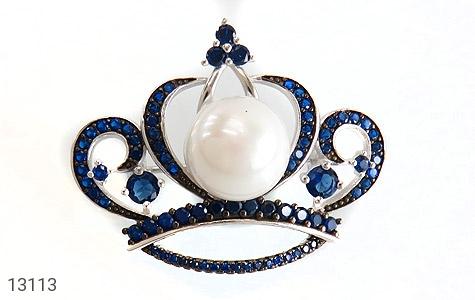 عکس گل سینه مروارید طرح تاج سلطنتی زنانه