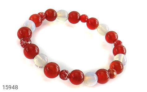 عکس دستبند عقیق سفید و قرمز زنانه