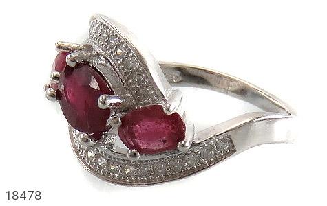 انگشتر نقره یاقوت سرخ سه نگین طرح نازنین زنانه - 18478