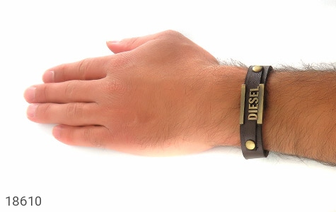 عکس دستبند چرم طبیعی قهوه ای تیره طرح دیزل مردانه - شماره 6