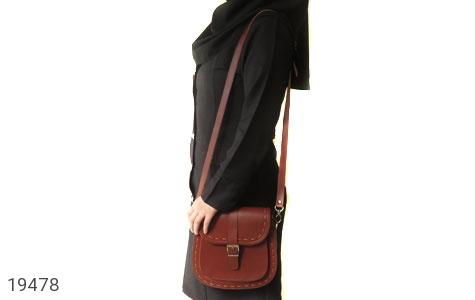 عکس کیف چرم طبیعی مدل دوشی و اسپرت زرشکی زنانه - شماره 8