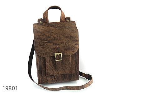 عکس کیف چرم طبیعی خاکی طرح ابروبادی دستی یا دوشی اسپرت