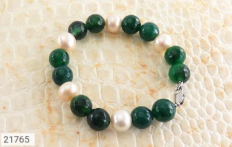 عکس دستبند مروارید و عقیق سبز تراش زنانه