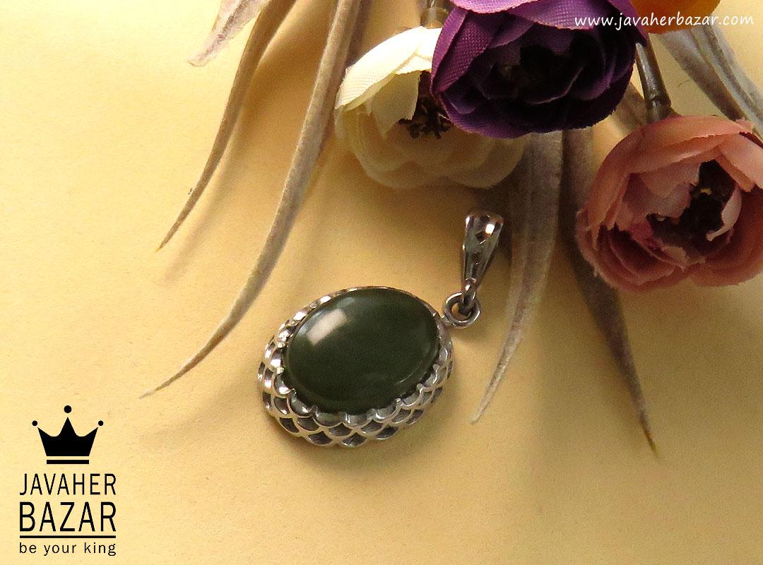 تصویر عکس خرید ، قیمت و خواص مدال یشم یمن زنانه اصل