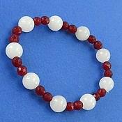 دستبند جید سفید و قرمز طرح دلسا زنانه