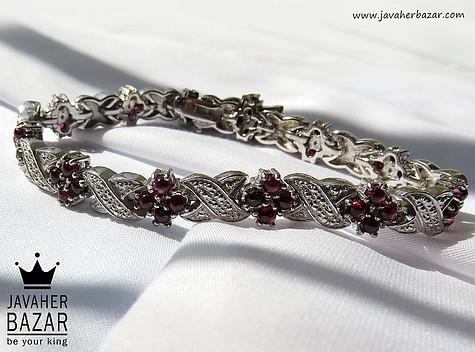 دستبند نقره یاقوت سیلان طرح نگار زنانه