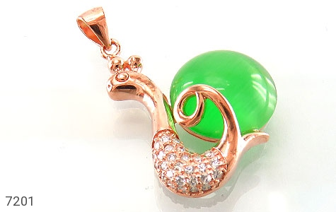 عکس مدال چشم گربه سبز طرح حلزون زنانه