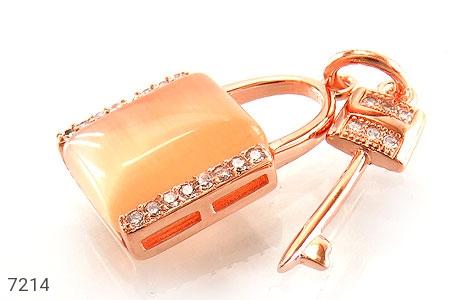 عکس مدال نقره چشم گربه طرح قفل و کلید زنانه