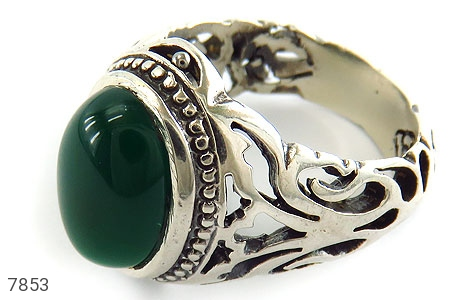 عکس انگشتر نقره عقیق سبز خوش رنگ رکاب طرح سیاه قلم مردانه