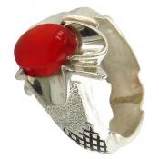 انگشتر نقره عقیق یمن قرمز خوش رنگ رکاب طرح سیاه قلم مردانه