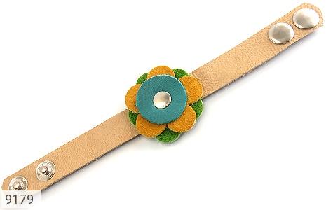 عکس دستبند چرم طبیعی طرح گل درشت دست دوز زنانه