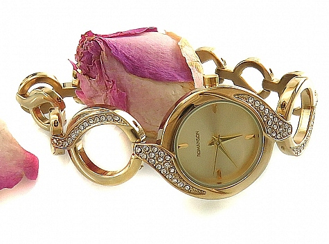 ساعت مچی پرنگین طرح بند حلقهای زنانه Romanson - 18316