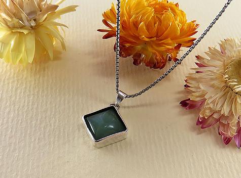 عکس مدال فلورین سبز زنانه