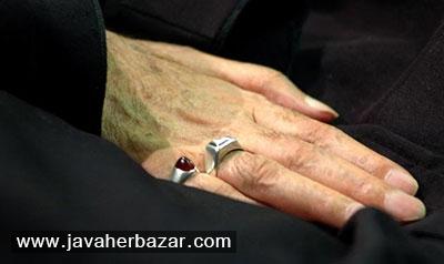 آداب در دست کردن انگشتر و فضیلت آن